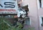 TIR binaya çarptı