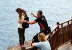 Kahraman polis genç kadını ölümden kurtardı
