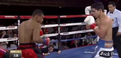 19'luk boksör önüne geleni nakavt ediyor!
