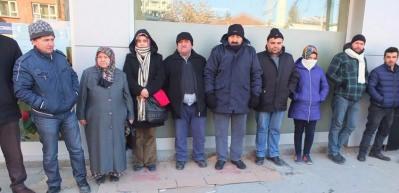 3 gündür banka önünde bekliyorlar