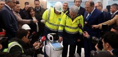 3. Havalimanında hizmet verecek akıllı robotlar
