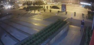 AVM'lere dadanan soyguncular, kameraya yakalandı
