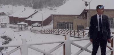 Başkan, mevsimin ilk kar yağışını sosyal medyadan canlı yayınladı