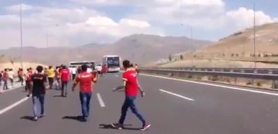 Beşiktaş otobüsüne saldırı anı kamerada