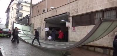 Beyoğlu Öğretmenevi'nin çatısı devrildi