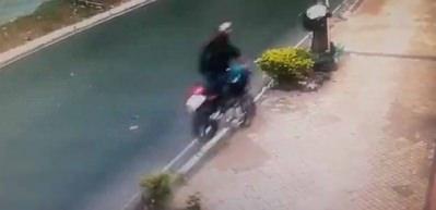 Böyle motosiklet kazası görülmedi: Korkunç ölüm kamerada