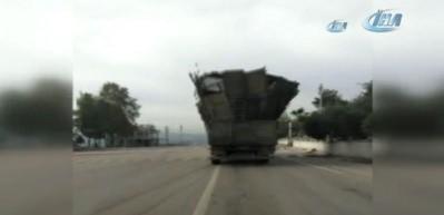 Bu kamyon sürücülere korkulu anlar yaşattı...