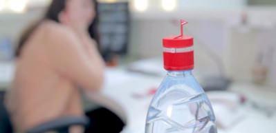 Bu şişe su içmeyi hatırlatıyor