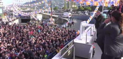 Cumhurbaşkanı Erdoğan Rize'de halkı selamladı