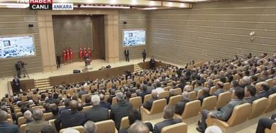 Cumhurbaşkanı Erdoğan'dan salona sürpriz giriş