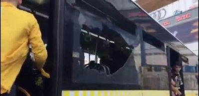 Fenerbahçe taraftarı halk otobüsünün camlarını kırdı