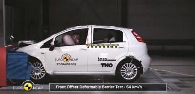 Fiat Punto çarpışma testinde şoke eden sonuç!
