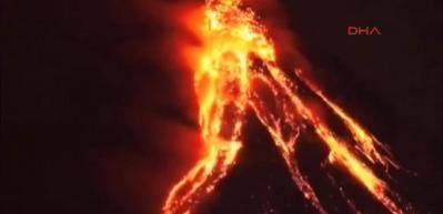 Filipinlerin en büyük yanardağı patladı