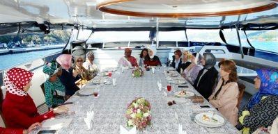 First Ladyler Boğaz'ı gezdi