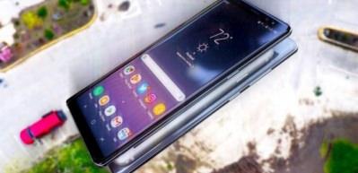 Galaxy Note 8 ve iPhone 8 yapıştırılıp fırlatılırsa