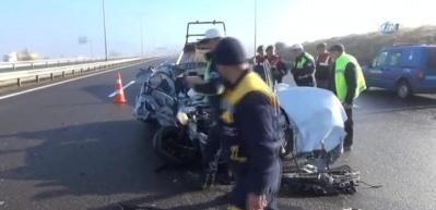 Hurdaya dönen otomobilden sürücü sağ kurtuldu