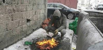 İbretlik hikaye! Ekmeğini kömürden çıkarıyor