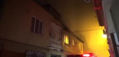 İki katlı binada çıkan yangın paniğe sebep oldu
