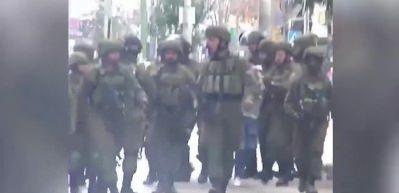 İntifadanın sembolü olan Filistinli genç böyle tutuklandı
