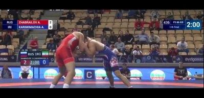 İranlı güreşçi İsrailli rakibiyle eşleşmemek için yenildi
