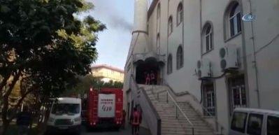 İstanbul Kartal'da camide yangın!