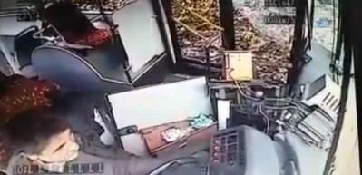 İstinye'de freni boşalan özel halk otobüsünün kaza anı kamerada
