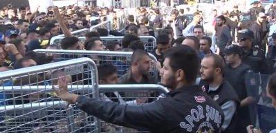 Kadıköy'de derbi gerginliği! Bir taraftar gözaltına alındı