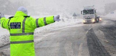 Kar etkisini arttırdı! Kazalar peş peşe oldu...