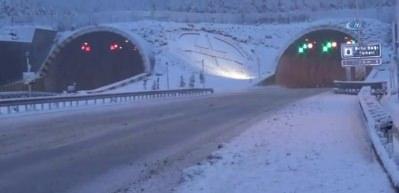 Kar yağışı İstanbul'a dayandı: Geçit vermiyor!