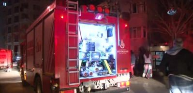 Kartal'daki yangın mahalleliyi sokağa döktü