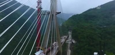 Kolombiya'da köprü inşaatı çöktü, 9 işçi öldü