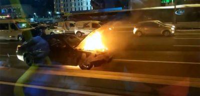 Lüks otomobil E-5 üzerinde alev alev yandı