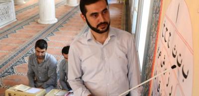 Mühendis imam 4 saatte Kur'an öğretiyor