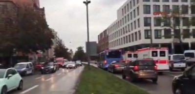 Münih polisi bıçaklı saldırganı arıyor