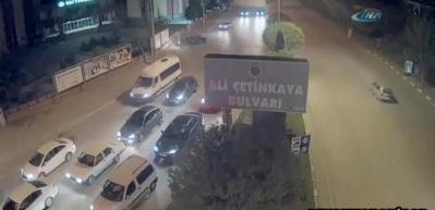 Otomobil reklam panosuna girdi