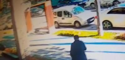 Pastane önünde silahlı kavga kamerada: 1 yaralı