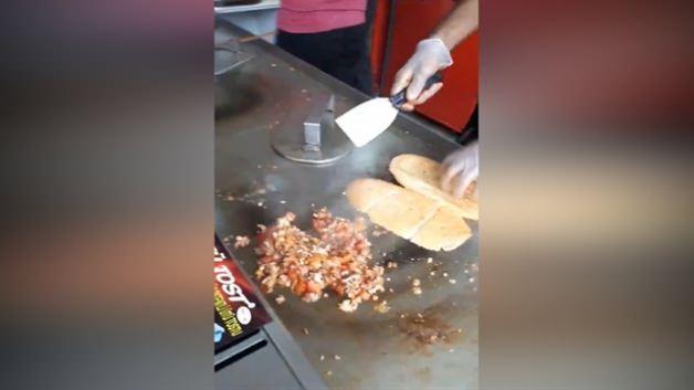 Adana'nın meşhur ütü tostu nasıl yapılır?