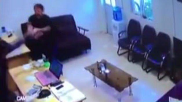 Asitli saldırı güvenlik kamerasında