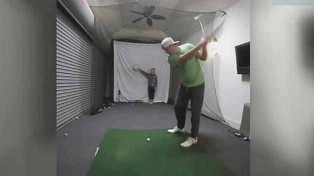 Golf topuyla patlattı!