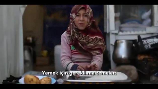 Mülteci kampında yapılan yemeğin tarifi