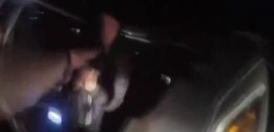 Polise silah çeken genç neye uğradığını şaşırdı