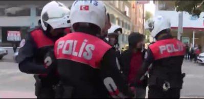 Polislere 'sizinle savaşacağım' dedi, küfürler yağdırdı!
