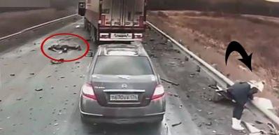 Rusya'da feci kaza araç kamerasına yansıdı