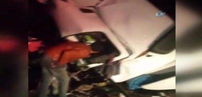 Sıkışan sürücüyü İtfaiyeci kurtardı