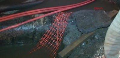 Şişli'de virajı alamayan otomobil kanala düştü