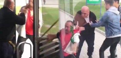 Şoför, yolcuyu otobüsten iterek aşağı attı!