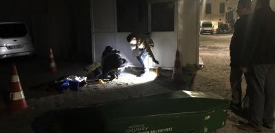 Talihsiz kadının cesedi saatlerce sokakta bekledi