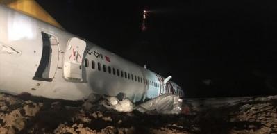 Trabzon'da pistten çıkan uçak böyle kurtarıldı!