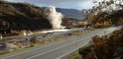 Tunceli-Pülümür karayolunda patlayıcı böyle imha edildi