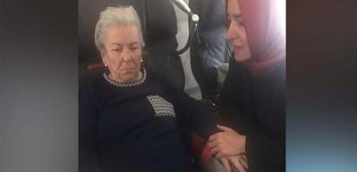 Uçakta rahatsızlanan yaşlı kadına ilk müdahaleyi Bakan Kaya yaptı!